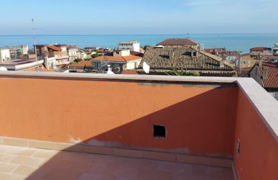 Elegant 3 bedroom penthouse apartment. Sea view
