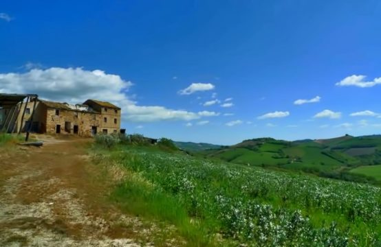 Large price reduction. Farm for sale in Marche with 54 acres and farmhouse to restore