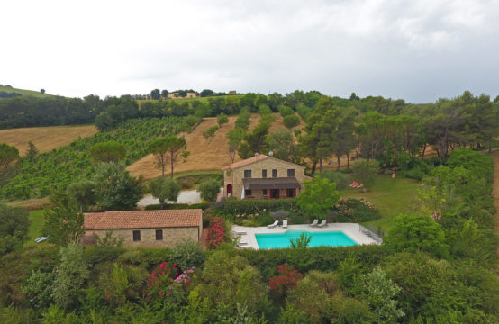 Farmhouse with pool in Montecosaro Le Marche. Video tour