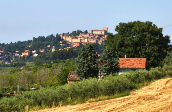 Farmhouse to be restored, with sea and Gradara Castle view