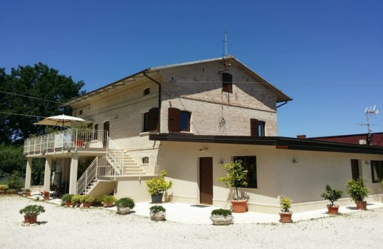 Extraordinary price reduction for quick sale. Farmhouse for sale in Le Marche with 7 bedrooms