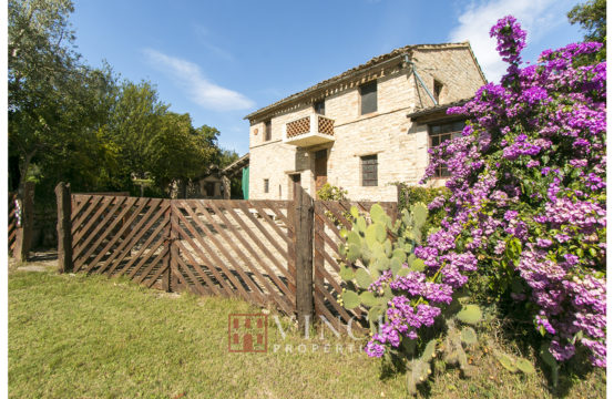 Price reduced. Charming ancient Farmhouse in Monteleone di Fermo