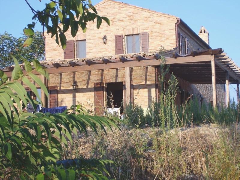Casale ristrutturato in vendita a porchia montalto delle marche