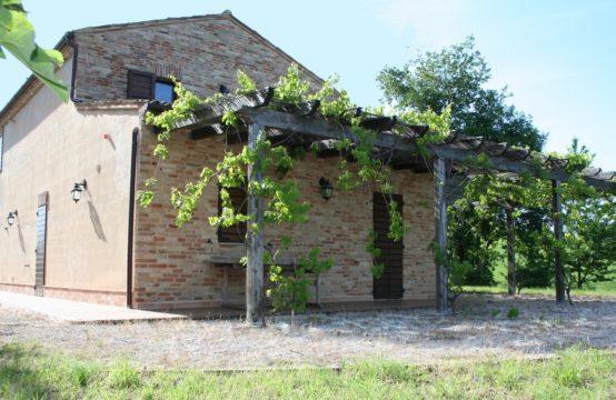 5 bedroom renovated farmhouse in  Marche