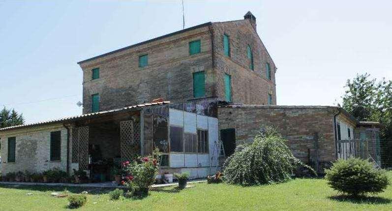 Casale parzialmente ristrutturato a ponzano di fermo