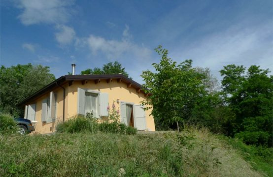 Farmhouse with small house in Penna San Giovanni