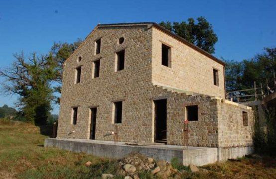 Casale parzialmente ristrutturato di 500 a Gualdo