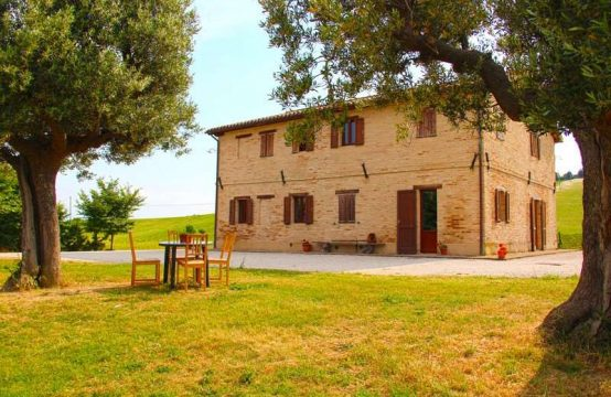 Restored farmhouse for sale in Appignano, Macerata
