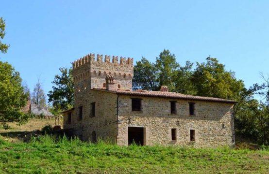 Antico castello parzialmente ristrutturato a Matelica