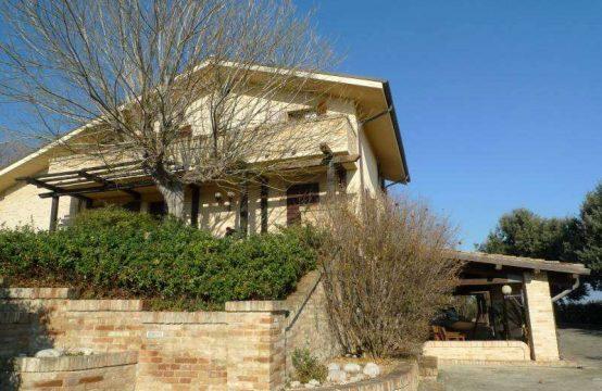 Villa a Civitanova con splendida vista, piscina, appartamento indipendente