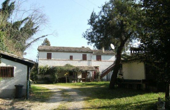 Habitable farmhouse for in Cupra Marittima