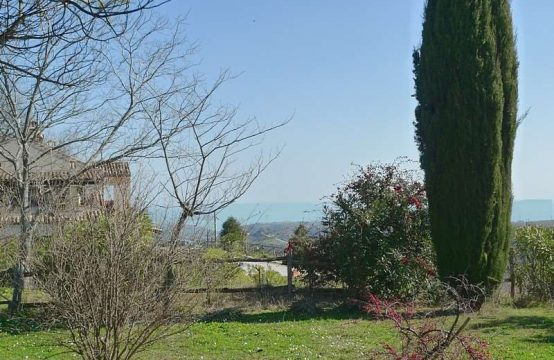 Villa in Montefiore dell'Aso, sea view and garden
