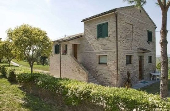 Farmhouse with olive grove for sale in recanati