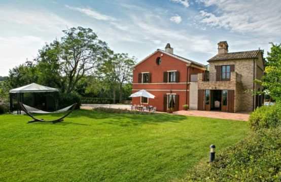 PRICE REDUCED. Villa / Farmhouse with pool for sale in Le Marche. VIDEO TOUR