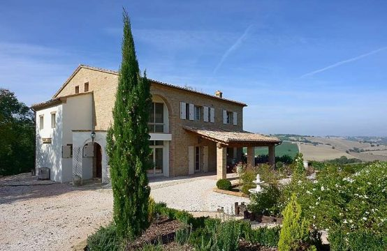 Luxury villa with pool in San Ginesio, Marche