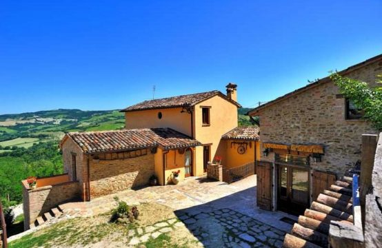Country House with Restaurant for sale in Urbino