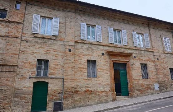 Large price reduction. Restored townhouse with panoramic garden in Fermo