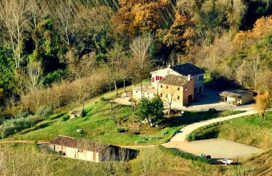 Agriturismo for sale in Montelparo in the Marche