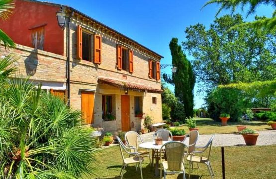 Restored farmhouse for sale in Marche – Casa Rosi