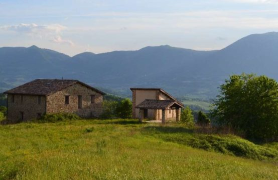 3 partially restored farmhouses for sale, Marche