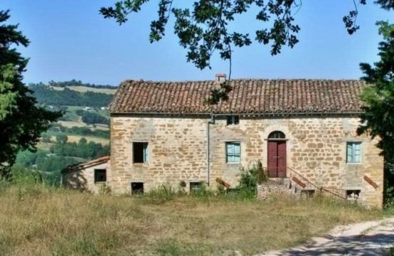 Farmhouse to be restored in San Ginesio, Macerata