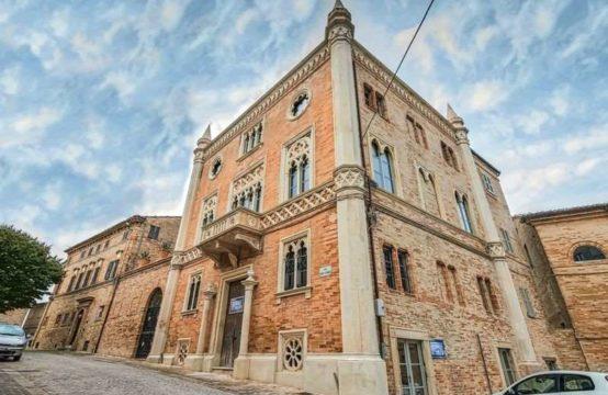 Venetian Gothic style palazzo near Fermo