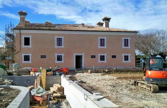 Two luxury apartments for sale in Monsano, Ancona