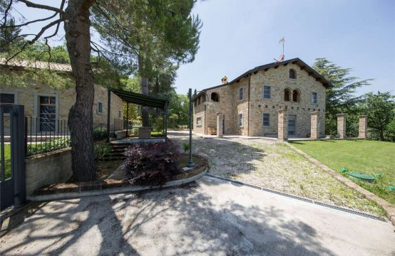 Strong price reduction.Two partially restored houses for sale in Marche