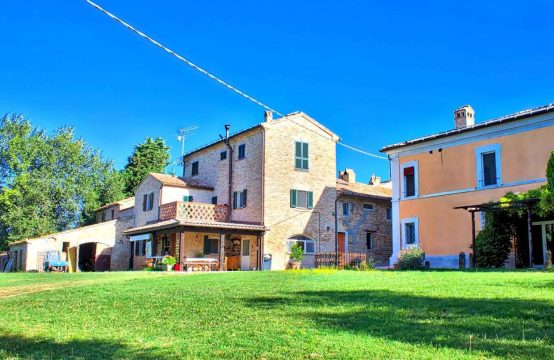Luxury villa with a hamlet and a church, Mondavio