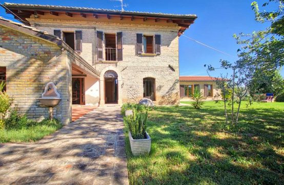 Restored farmhouse near Spinetoli with beautiful views