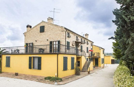 Country house con area separata per proprietari