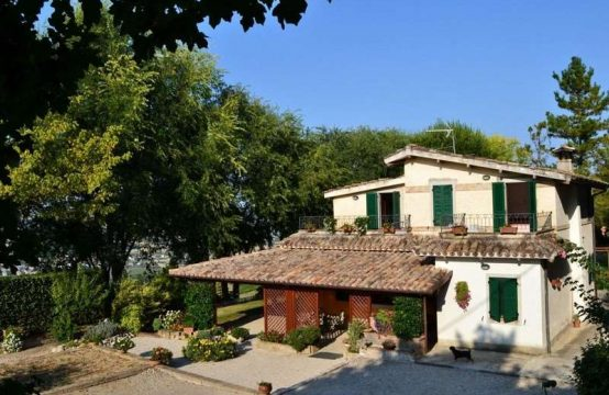 3 bedroom restored house with sea view. Marche