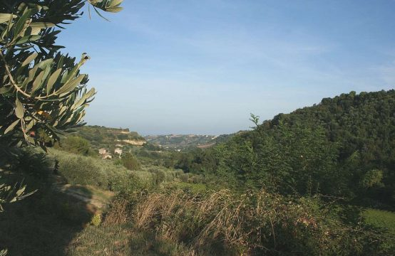 Farmhouse with a sea view for sale in Cupra Marittima