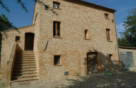 Semi restored ancient farmhouse for sale in Marche