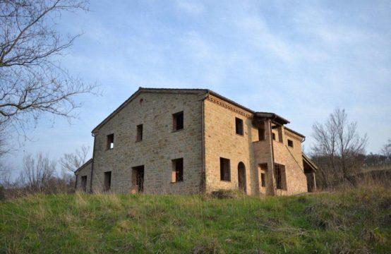 Casale parzialmente ristrutturato. Ottimo affare