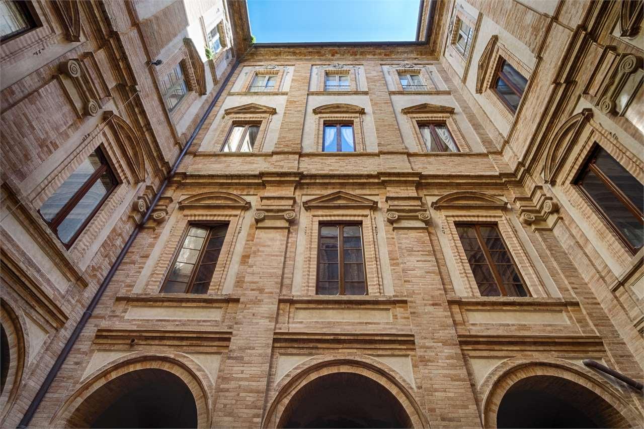 Appartamento centro storico con importanti affreschi for Appartamento centro storico vicenza