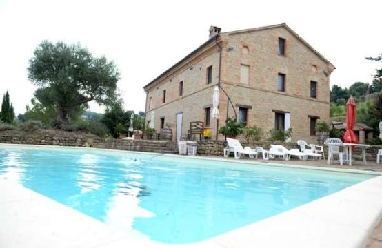 Price reduced. Restored farmhouse in Colmurano