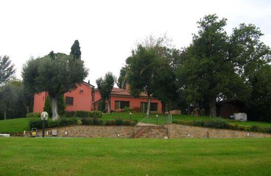 Villa con piscina Monte Roberto