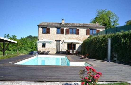 Restored farmhouse with pool in Montottone, Fermo