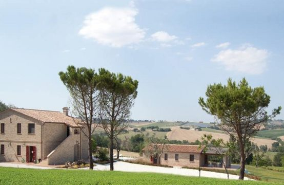 Farmhouse with pool in Montecosaro Le Marche