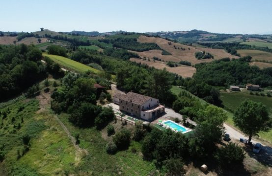 REDUCED PRICE. Restored farmhouse for sale with pool. 7 bedrooms