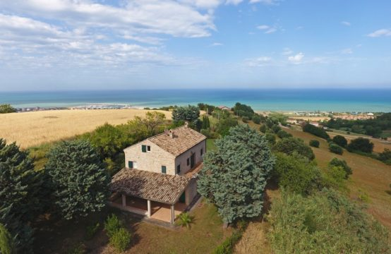 FARMHOUSE/B&#038&#x3B;B FOR SALE IN LE MARCHE. A UNIQUE LOCATION WITH VIEWS OF THE SEA AND MOUNTAINS. VIDEO TOUR