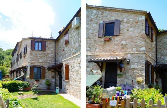Stone house in a restored hamlet for sale in Marche