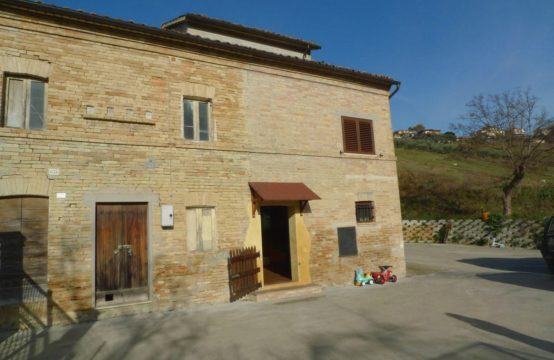 Price reduced. An indipendent portion of farmhouse for sale Marche