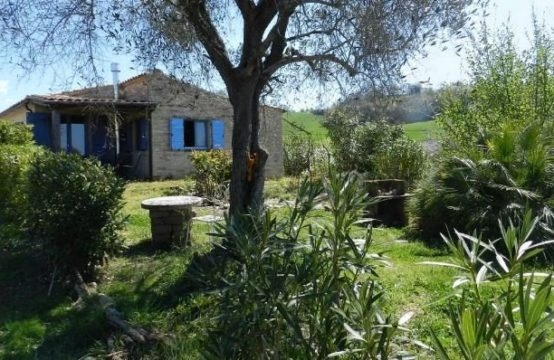 Ready to move in farmhouse with dependance for sale in Petritoli, Le Marche