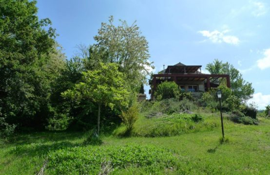 Ready to move in farmhouse with annex for sale in Petritoli, Le Marche