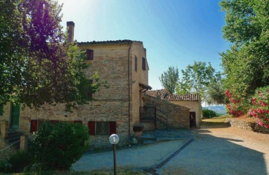 Property with 3 buildings for sale in Falerone
