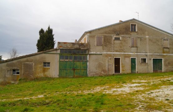 Farm with rural buildings  for sale in Marche