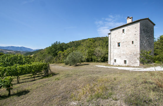 PRICE REDUCED. Renovated  15th Century watchtower with annex for sale Urbino