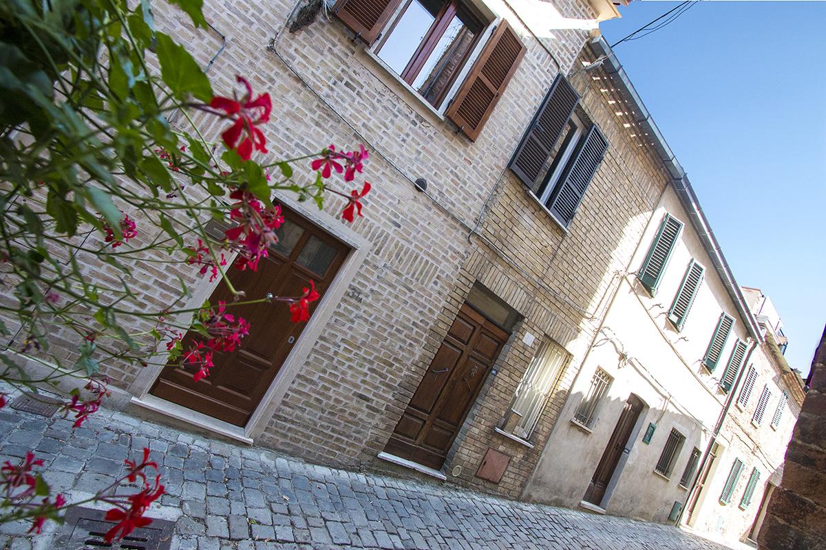 Casa in centro storico con terrazzo in vendita nelle for 2 piani di casa storia con maestro al piano principale